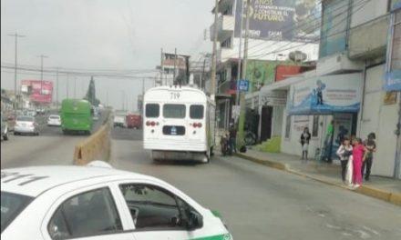 Accidente de tránsitosobre la avenida Lázaro Cárdenas, a la altura del puente Bicentenario
