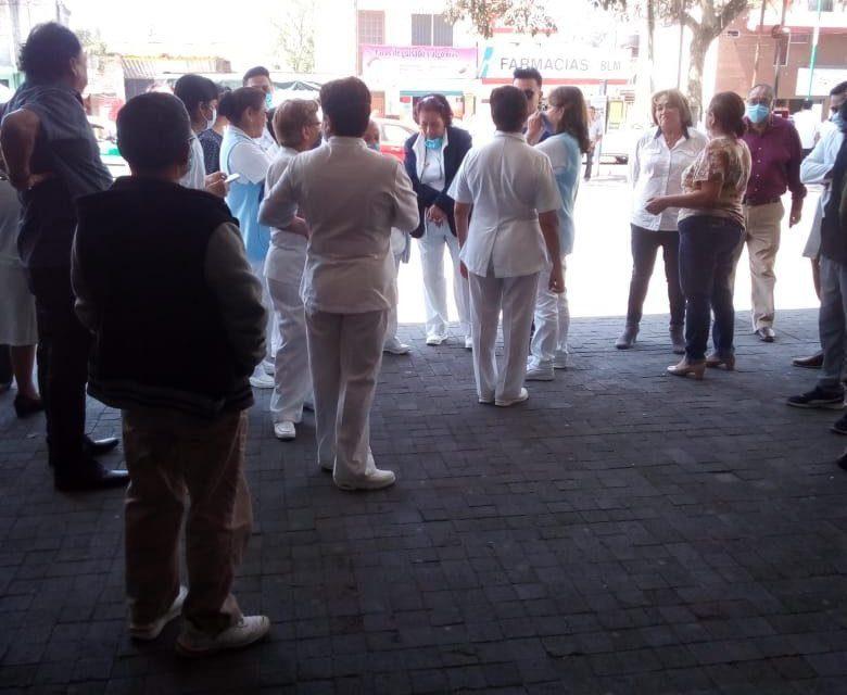 Personal del ISSSTE  Xalapa, se manifestaron por la falta de insumos básicos para atender enfermos de Covid-19.