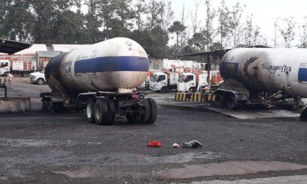 Fueron 2 pipas de 47,000 litros las que se incendiaron durante la madrugada al interior de las instalaciones de la empresa Gas de Xalapa