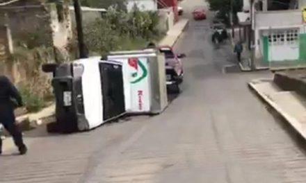 Volcadura de camioneta en la Colonia Casa Blanca de Xalapa