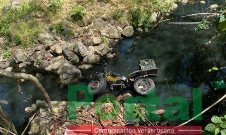 Se salvan de milagro! Dos personas caen a canal de aguas negras en el fraccionamiento Loma Esmeralda Ánimas