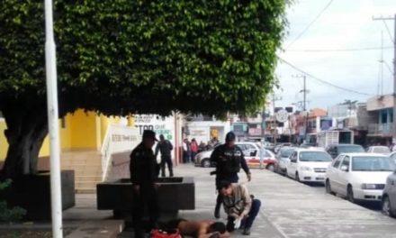 Hombres armados realizan detonaciones de arma de fuego en las instalaciones del sindicato petrolero de la Sección 13 en Cerro Azul