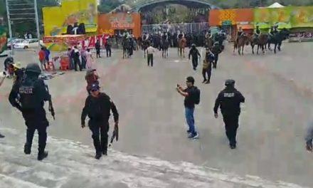 Policías Estatales y Fuerza Civil desalojan y detienen a campesinos armados con machetes que se manifestaban durante Cumbre Tajin.