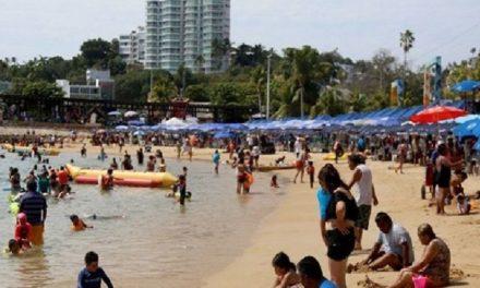 Empresarios, hoteleros y turistas se olvidan del coronavirus en Acapulco