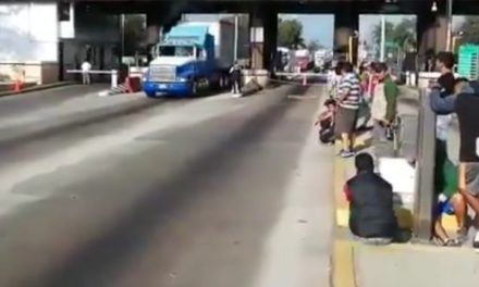Luego de 6 horas liberan la caseta de Fortín, que fue bloqueada la madrugada de este domingo por habitantes del municipio de Tezonapa