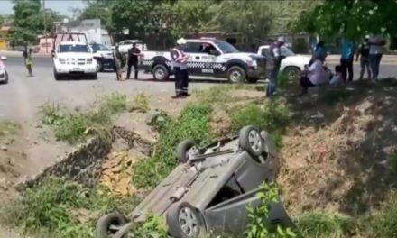 Sufre volcadura en la carretera Veracruz-Xalapa