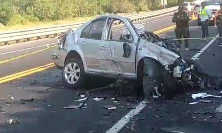 Fuerte accidente en la autopista Totomoxtle a Tihuatlán.