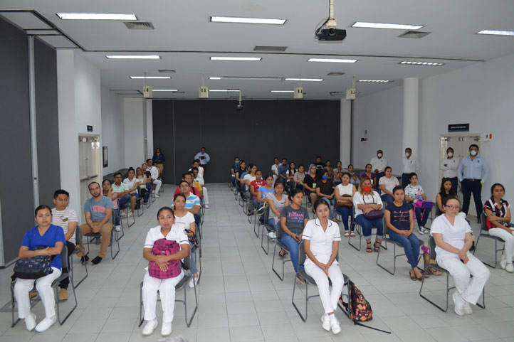 Estudiantes de Enfermería y Medicina que realizan servicio social, internado y residentes de especialidades médicas en la región