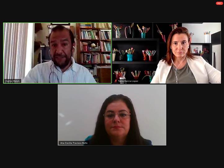 El ponente estuvo acompañado de Ana Cecilia Travieso y Tania García, investigadoras de la UV