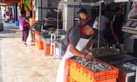 Exhortaron a comerciantes de la zona del mercado La Rotonda a seguir las medidas sanitarias dispuestas por las autoridades.