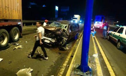 Fuerte accidente en el Bulevar Xalapa- Banderilla, a la altura del puente Macuiltepec