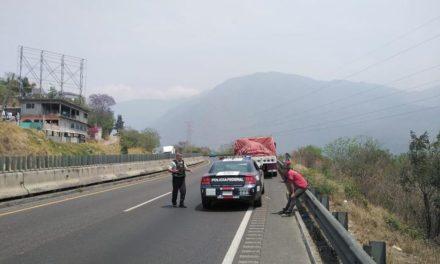 Video: Guardia Nacional auxilia a tráiler sin frenos en la Puebla-Córdoba
