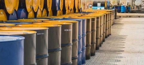 Petróleo se dispara casi 20% tras informes de posible recorte de producción de Arabia Saudita y Rusia. El presidente Donald Trump dijo que espera que ambos países disminuyan su producción de crudo en 10 millones de barriles.
