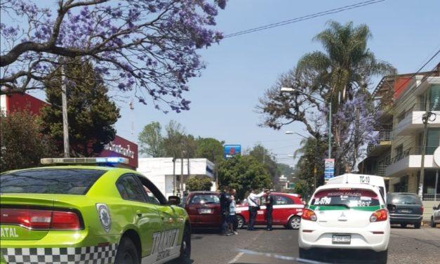 Choque en la avenida Manuel Avila Camacho, esquina con Xicoténcatl