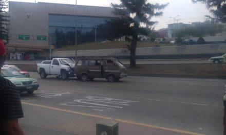 Accidente de tránsito sobre Lázaro Cárdenas, a la altura del Palacio de Justicia en Xalapa