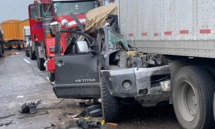 Mueren dos personas tras registrarse carambola en autopista Saltillo-Monterrey
