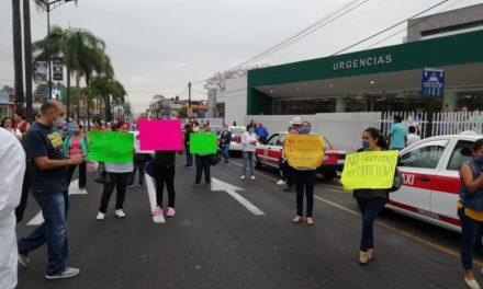 PROTESTAN MÉDICOS Y ENFERMERAS DEL IMSS EN ORIZABA