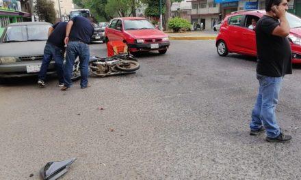 Motociclista lesionado en la avenida Xalapa, antes de la gasolinera