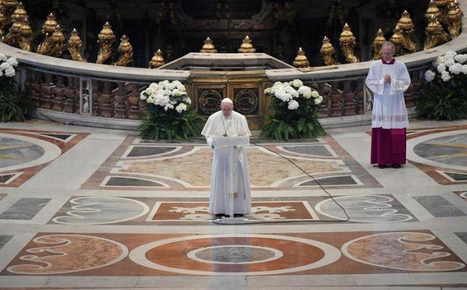 Papa Francisco celebra misa de Domingo de Pascua en una basílica de San Pedro vacía por covid-19
