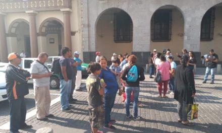 Cierran durante algunos minutos el centro de Xalapa, tianguistas de la calle Hernández Castillo