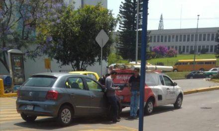 Chocan en el estacionamiento de Walmart, de la avenida Lázaro Cárdenas en Xalapa