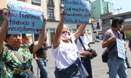 Se manifiestan fotógrafos de eventos sociales en la Plaza Lerdo de Xalapa