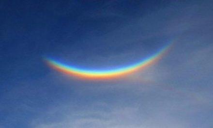 Aparece en una ciudad de Italia un extraño arcoíris invertido