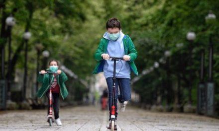Niños españoles salieron a tomar aire luego de seis semanas de encierro