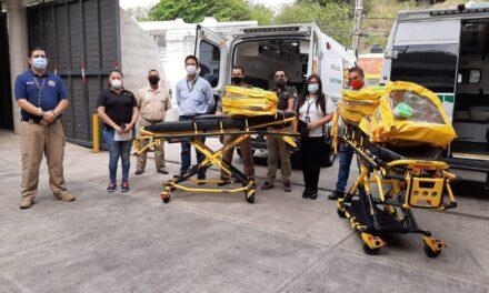 Bomberos Conurbados entregaron tres cápsulas de aislamiento al IMSS