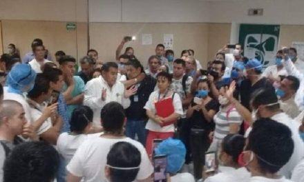 Video: En el Hospital San José del IMSS en Puebla, doctores, enfermeras acusan que trabajan sin insumos ni protección contra COVID19.