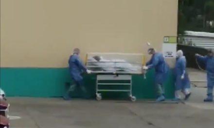 Video: Ingresa paciente con síntomas de Covid-19 a la clínica 11 de IMSS de Xalapa