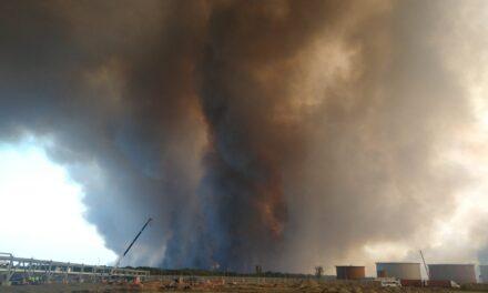 Video: Fuerte incendio en las inmediaciones del recinto portuario de Tuxpan