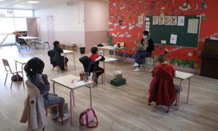 Reabren escuelas de París; regreso a clases será escalonado