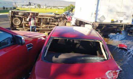 Video: Carambola de ocho vehículos y una volcadura en carretera Guadalajara – Colima