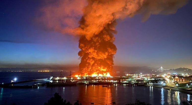 Video: Este sábado se registró un fuerte incendio en el muelle 45 de San Francisco