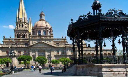 Reabren negocios con calcomanias autorizadas en Jalisco