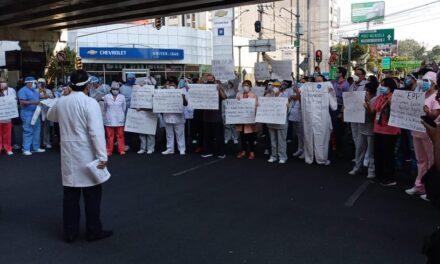 Video: Personal del hospital Adolfo López Mateos se manifiestan para exigir insumos para trabajar bloquean Universidad y Churubusco.