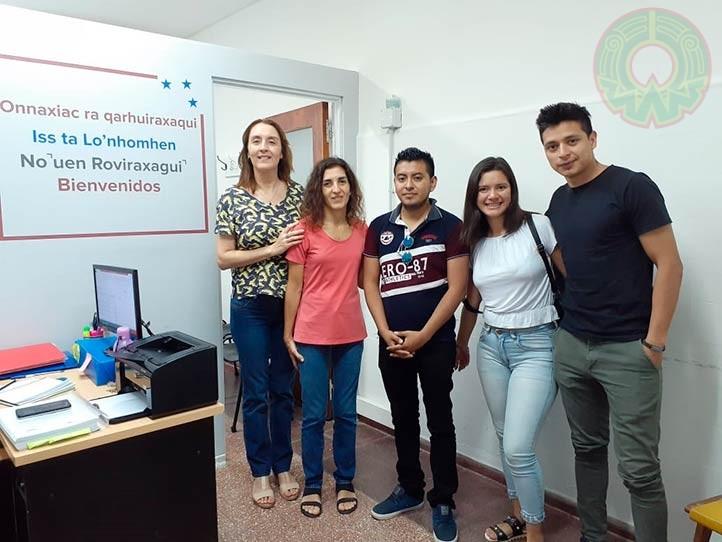 Anselmo Manuel Martínez, alumno de la UVI Totonacapan, al centro de la imagen con sus compañeros en Argentina