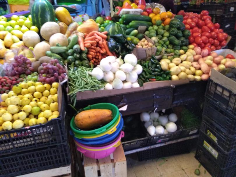 3. Diversas especies alimenticias en el mercado local, tanto nativas como introducidas.