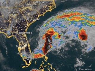 La tormenta tropical Arthur se forma frente a la costa de Florida