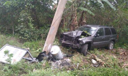 Se impacta contra poste en la carretera Xalapa – Coatepec, via Las Trancas