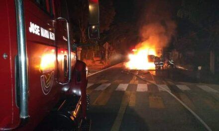 Se incendia patrulla de la Policía en la carretera Las Trancas-Coatepec, a la altura de La Estanzuela