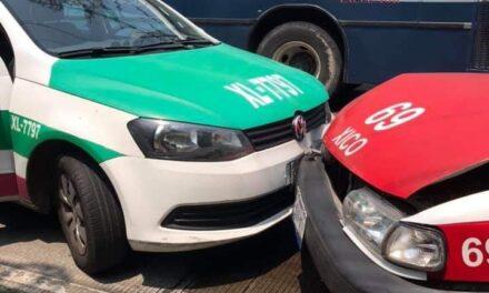 Xico vs Xalapa! chocan dos taxis en la carretera Coatepec – Xico