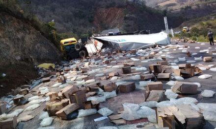 Fuerte accidente en la carretera Puebla – Veracruz, a la altura de las Cumbres de Maltrata