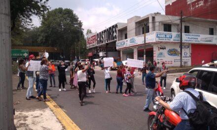 Luego de protestar en Sefiplan, colonos bloquearon el bulevar Xalapa – Banderilla; exigen despensas y condonación del servicios de luz y agua