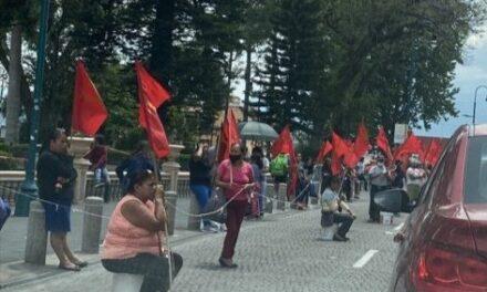 Vendedores de la organización MILES se manifestaron frente al palacio municipal Xalapa