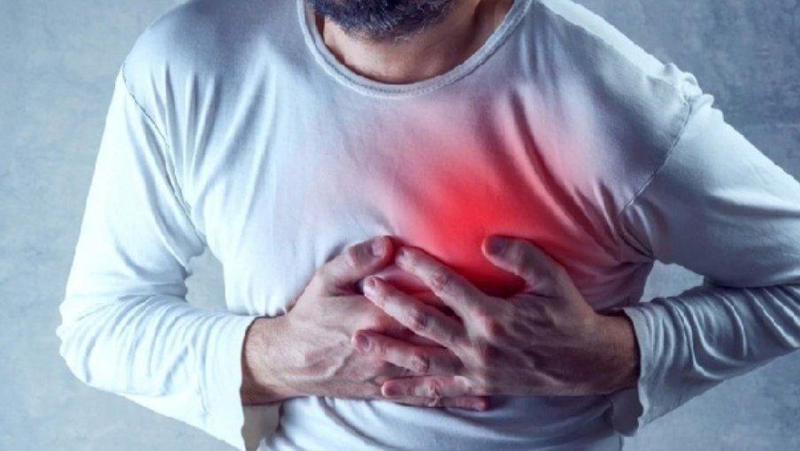 Mantener un estilo de vida saludable y asistir al cardiólogo de manera preventiva para disminuir o atender oportunamente la insuficiencia cardíaca