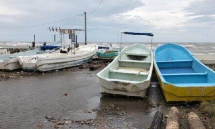 Muere menor al volcar embarcación en laguna de Alvarado, su madre permanece desaparecida