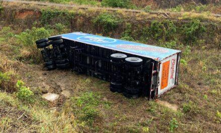 Accidente en la carretera ACAYUCAN-SAYULA DE ALEMÁN, se desprende remolque