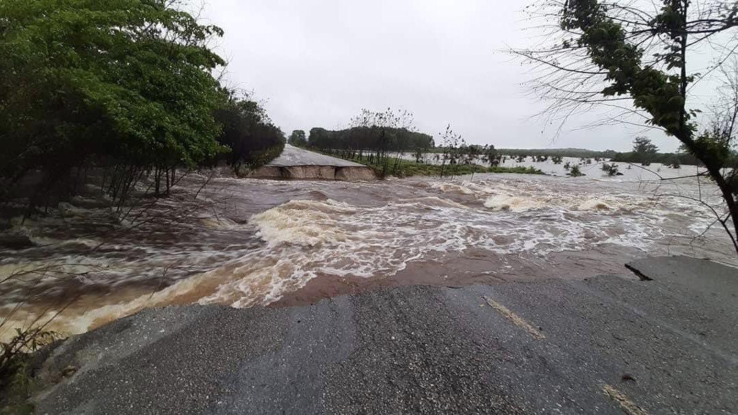 Tormenta Cristóbal causa deslaves y cierre de carretera federal en Campeche
